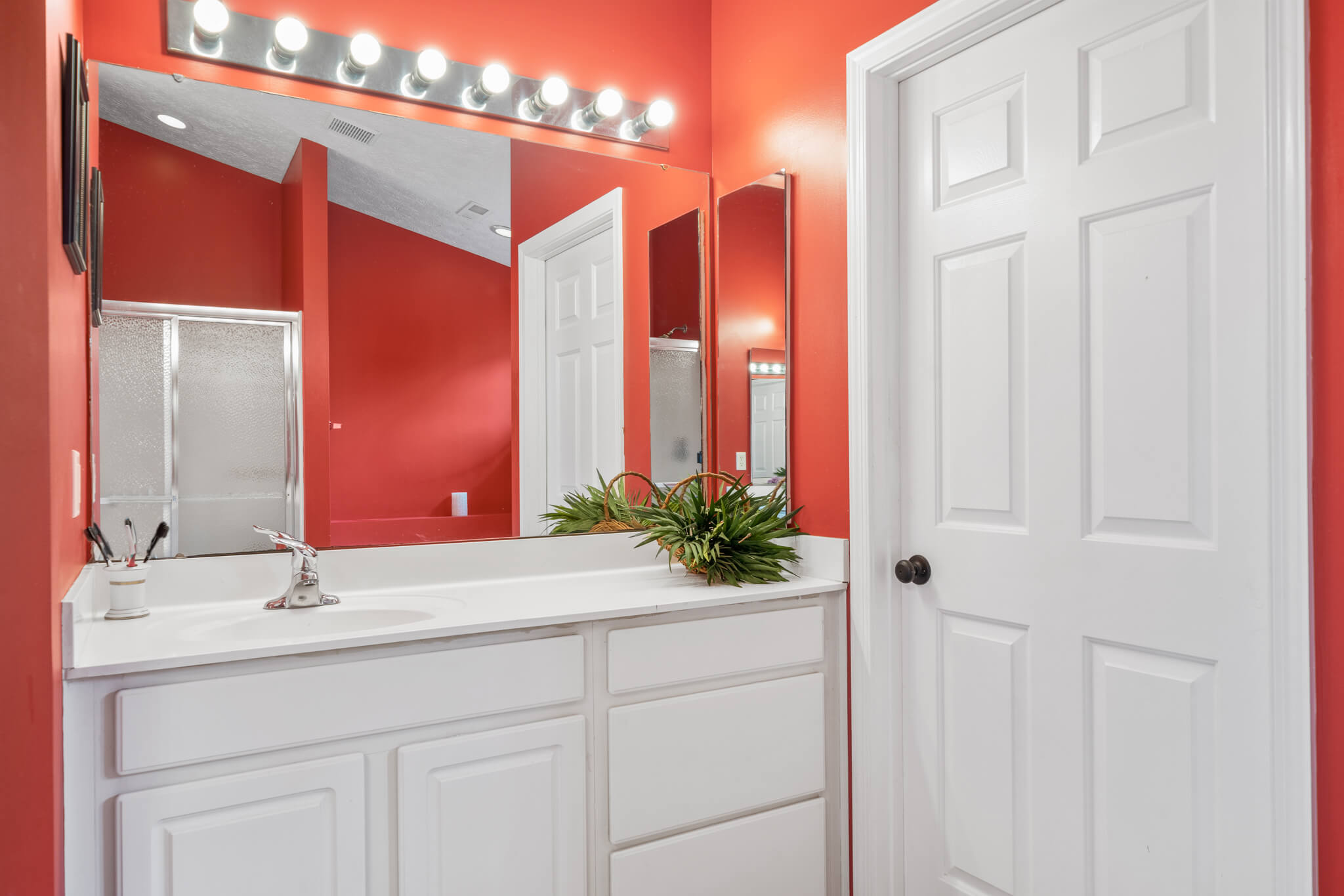 Second vanity in ensuite bath