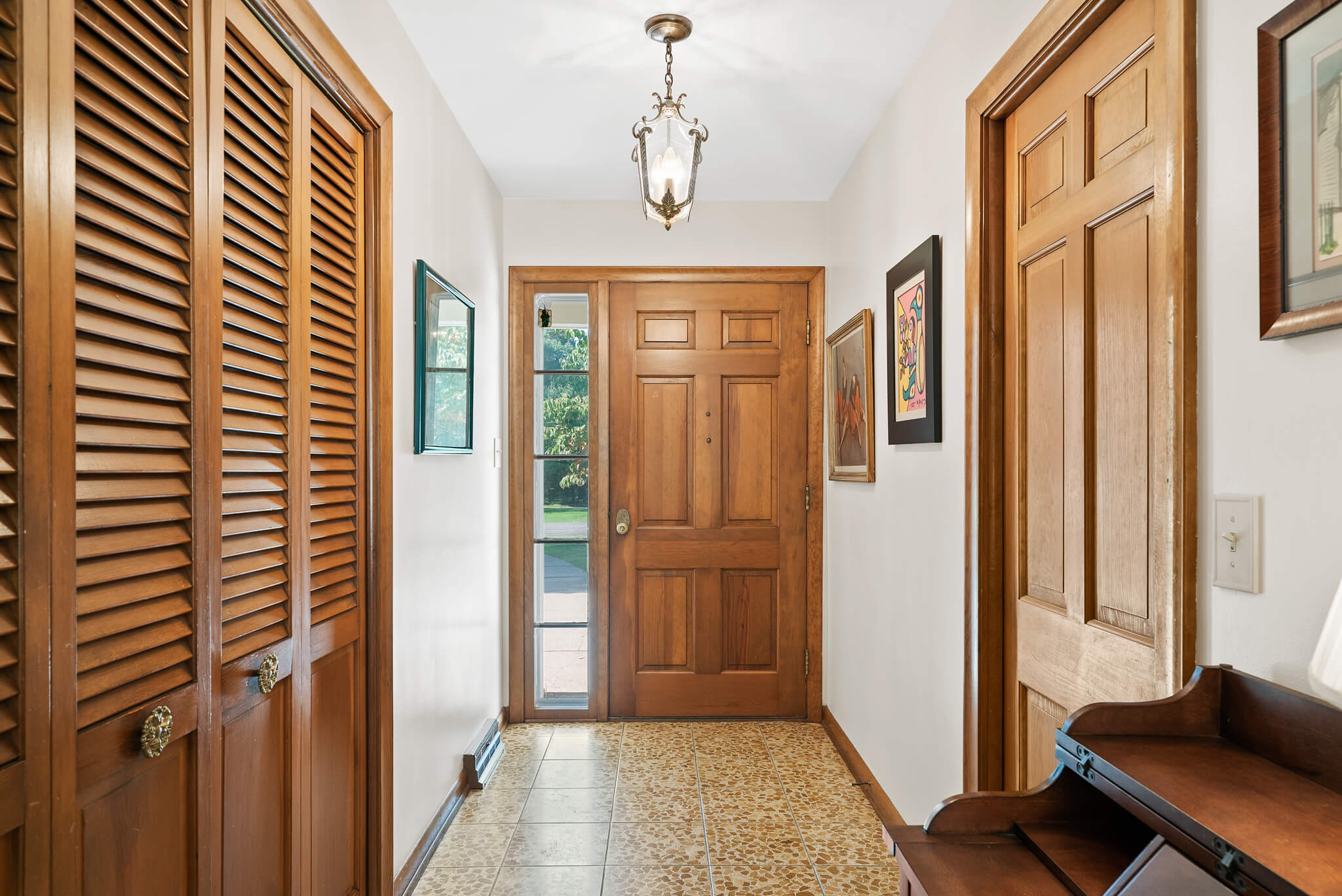Entry way to 4349 Orandale Dr in Chagrin Falls